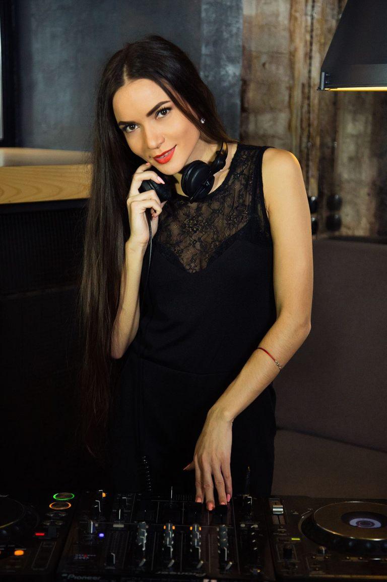 DJ Lady Tesoro