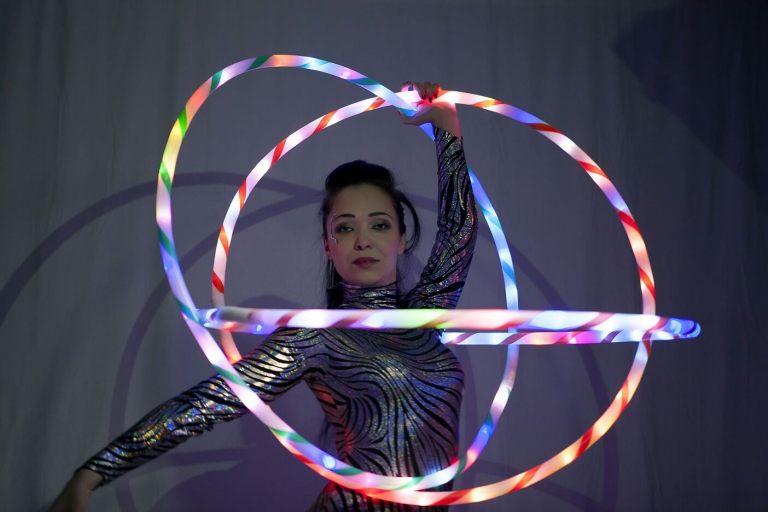 Hula hoop artist