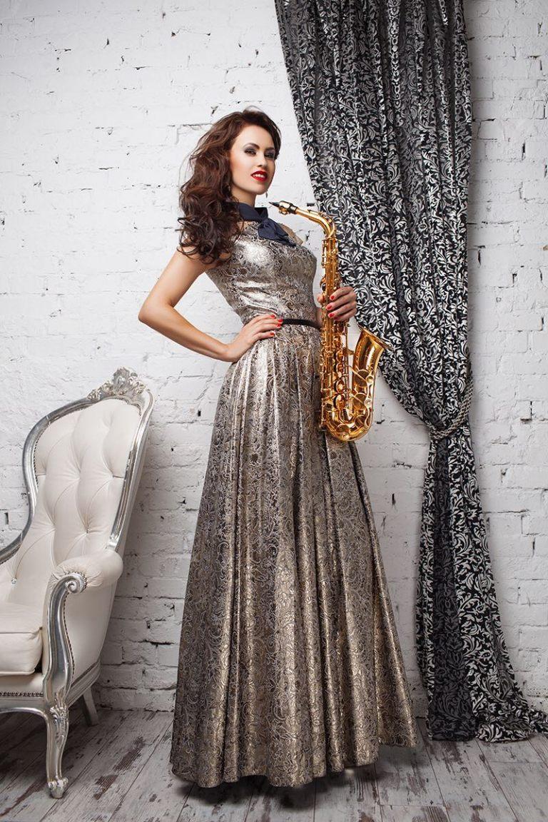 lady-saxophonist-6