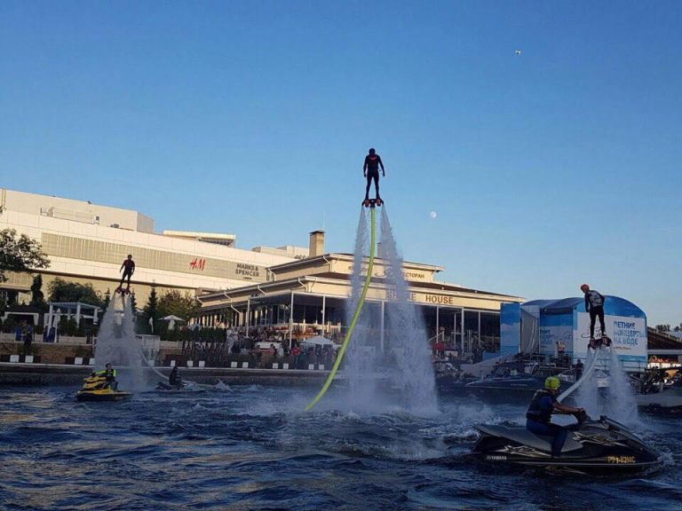 led-show-on-flyboards-17