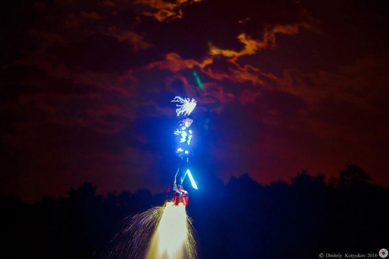 led-show-on-flyboards-9