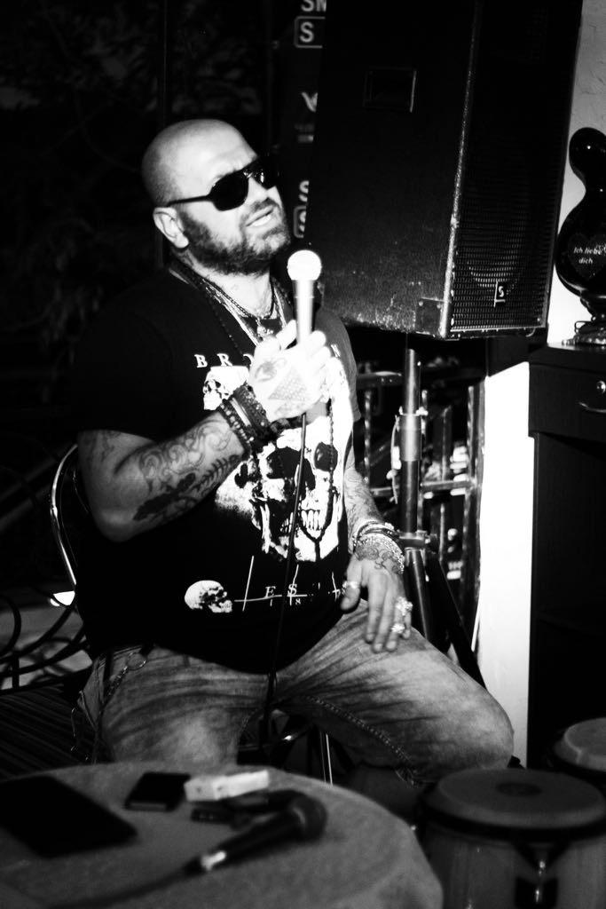 Trash street musican