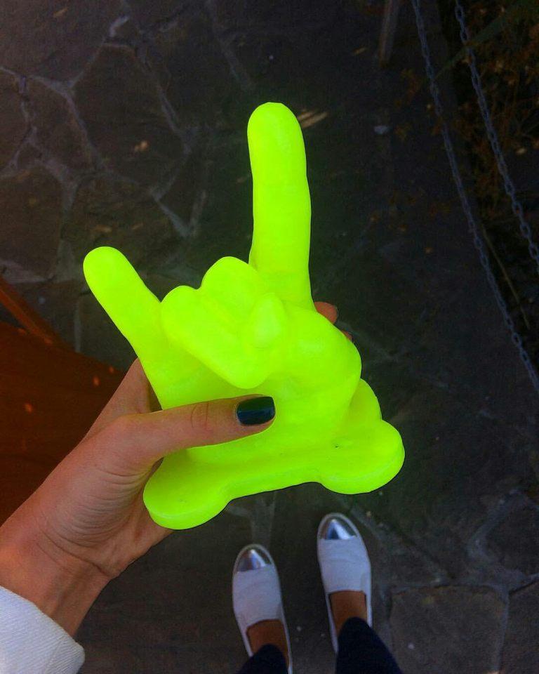 wax-3d-hands-3
