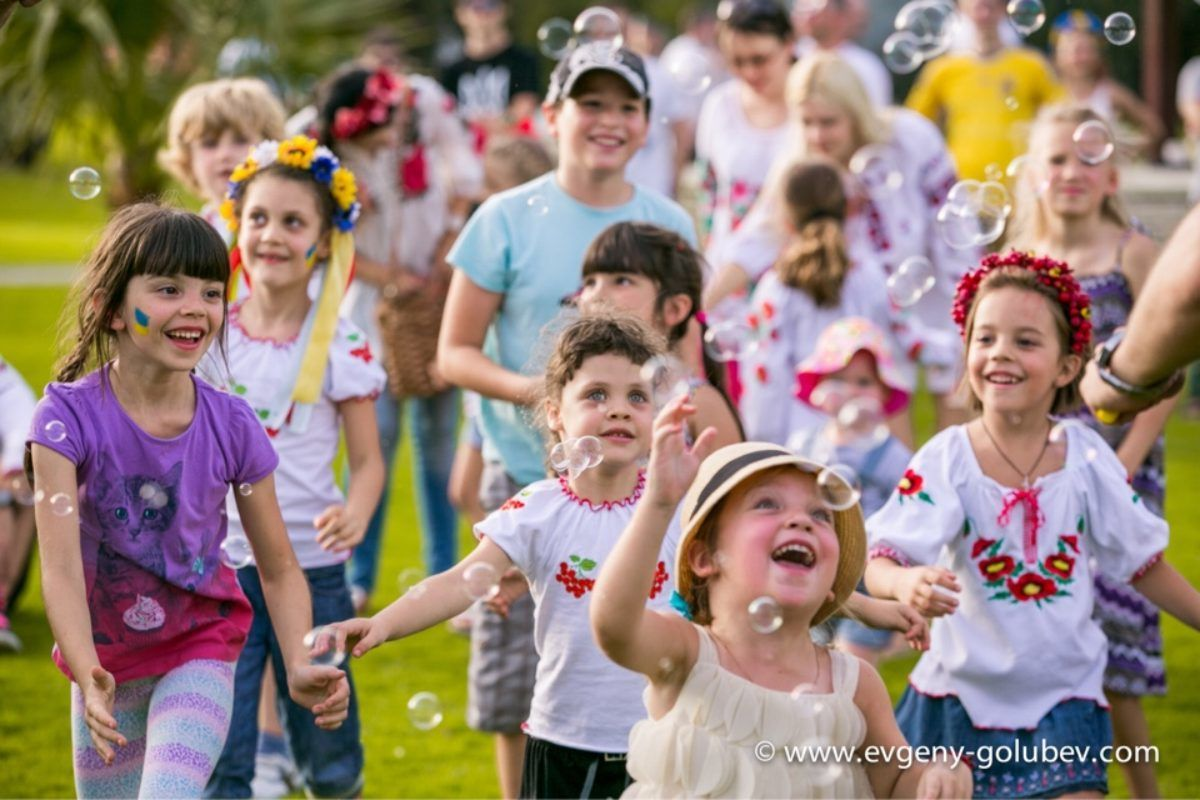 Bubble Show For Ukrainian Community In UAE