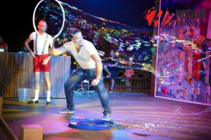 Enchanting And Funny Bubble-Show!